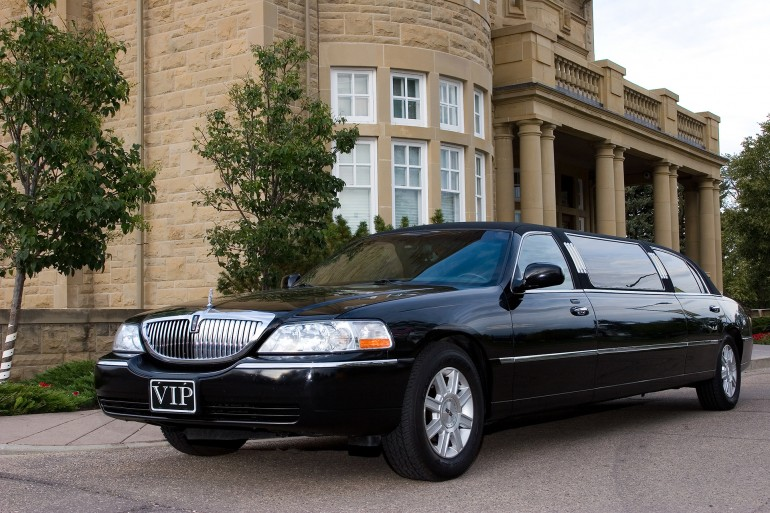 Classy Chassy - Stretch Lincoln Town Car - VIP Limousines, Edmonton